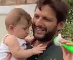 Shahid Afridi with daughters on Pakistan Independence Day