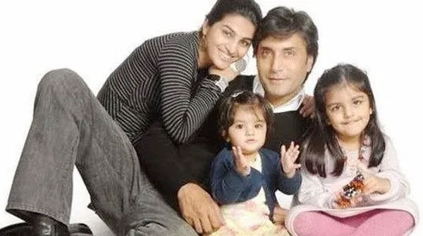 Adnan Siddiqui with his wife and daughters