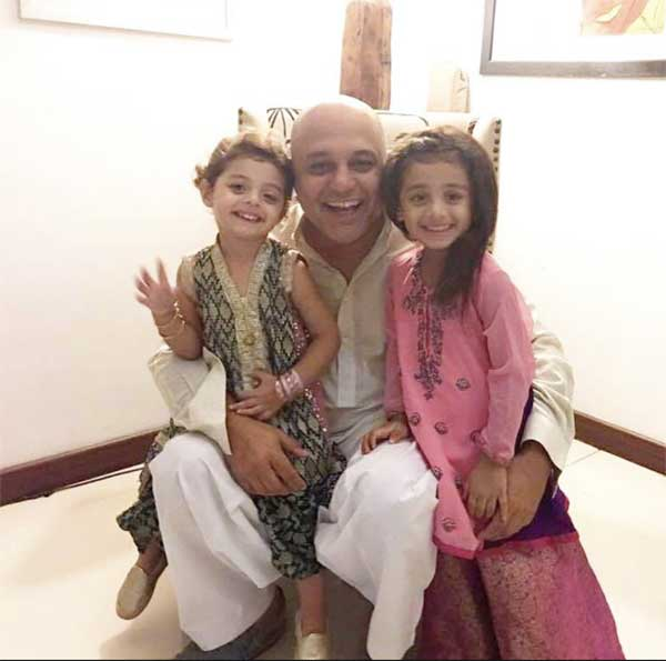 Ali Azmat with daughters