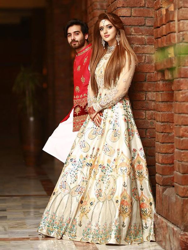 Jannat Mirza with her cousin at a family wedding