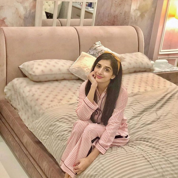 Mawra Hocane looking cute in pink dress