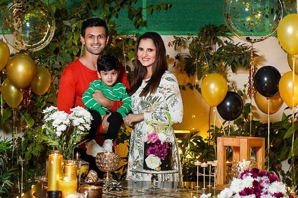 Sania Mirza with her family