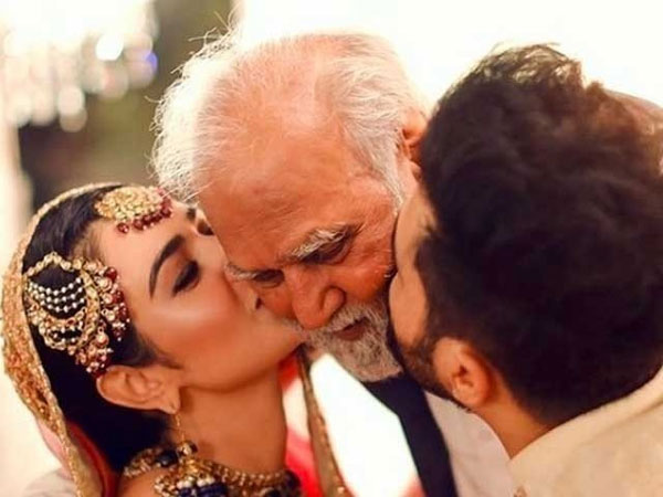 Sarah Khan with her late father on her wedding